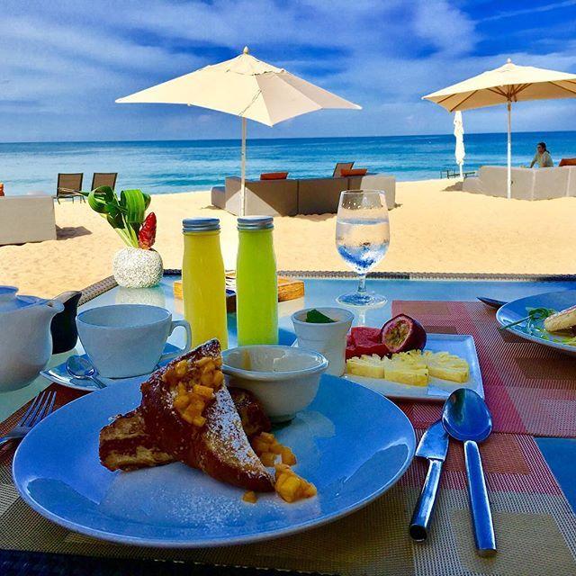 【pekohoh】さんのInstagramをピンしています。 《ちょっと遅めの朝食☀️暴飲暴食の為夕べは食事を抜いてみたら朝食食べ過ぎ😅💦だけど景色は最高🤣👍🏻💕 #hotel #ambrella #bluesky #breakfast #frenchtoast #fruit #juice #holiday #vacation #tea #phuket #thailand #ocean #beach #フレンチトースト #海 #ビーチ #砂浜 #ホテル #南国 #リゾート #青空 #ホリデー #バケーション #プーケット#タイ #マンゴー #フルーツ #ジュース #紅茶》