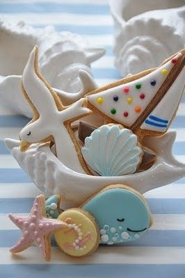 Seaside cookies...website is in Japanese, which I translated to English, but it basically just mentions using royal icing and glitter sugar for decoration with no in depth details or recipes.