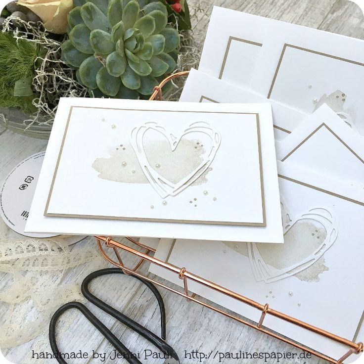 Selbstgemachte Einladungen und Karten zur Hochzeit kommen immer von Herzen. Diese Serie ist besonders geschmackvoll im zarten Cremeton. Das Herz, die Perlen und das zarte Spitzenband sind elegant …