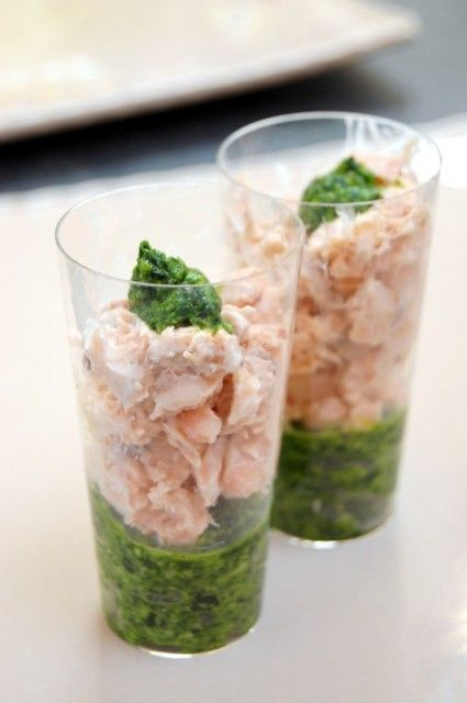 Un mariage pesto d'épinard/saumon excellent ! Découvertes chez Chantal (mille mercis !), ces délicieuses verrines sont étonnantes : très colorées et pleine de saveurs, en quelques cuillérées c'est vraiment ce qu'on appelle des &