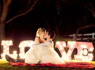 LOVE luminoso en boda   Pensata
