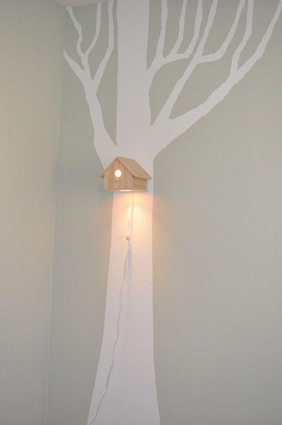 muursticker boom met vogelhuisje lamp - leuk voor de babykamer - via www.babykamer-jongen.nl