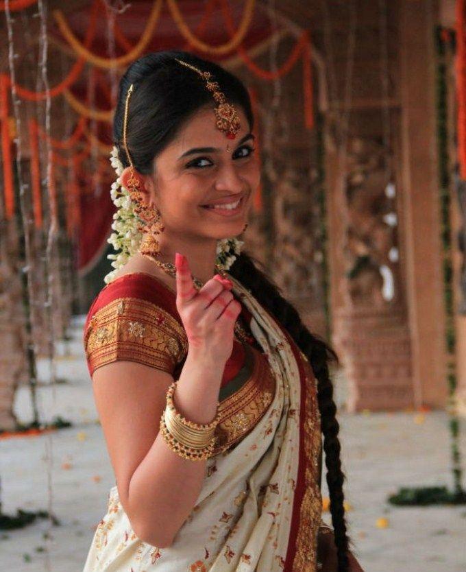 Sheena Shahabadi in traditional Bridal silk saree #Bollywood #Fashion #Style #Beauty
