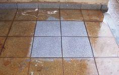 limpeza de azulejos ½ xícara (chá) de vinagre branco 1/4 de xícara (chá) de bicarbonato de sódio ½ de amônia em um litro de água