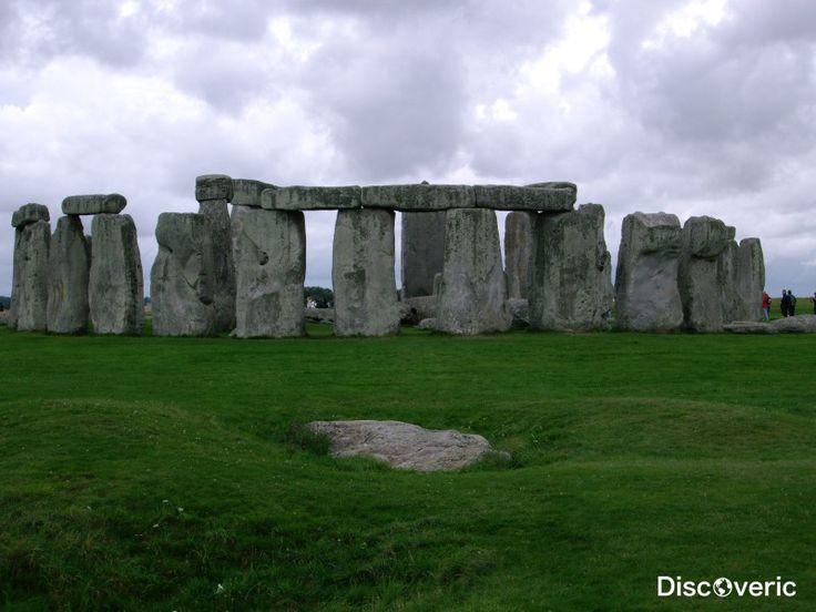 Стоунхендж. Мегалитическое сооружение на Солеберийской равнине, Великобритания. Точная дата строительства неизвестна.