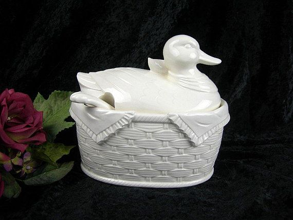 White Duck Soup Tureen, Vintage Ceramic Duck on Basket With Ladle, Japan Sticker, French Country Farmhouse Kitchen Decor, 6.5x7x4.5, Gift