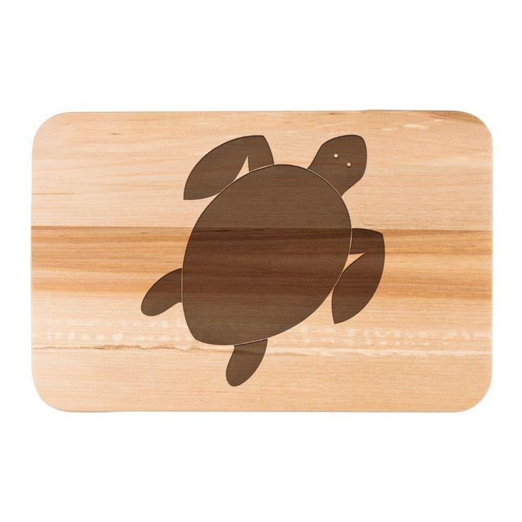 Frühstücksbrett Schildkröte aus Birkenholz  natur - Das Original von Mr. & Mrs. Panda.  Ein wunderschönes Holz Frühstücksbrett von Mr.&Mrs. Panda aus edler und naturbelassener Birke in den Maßen 22 cm x 14 cm.    Über unser Motiv Schildkröte  Schildkröten gelten als besonders gemütliche Tiere, die schon länger Erdbewohner sind als wir Menschen. Sie können bis zu 100 Jahre alt werden.    Verwendete Materialien  Das wunderschöne Birkenholz von Mr. & Mrs. Panda wird mit Naturöl von uns…