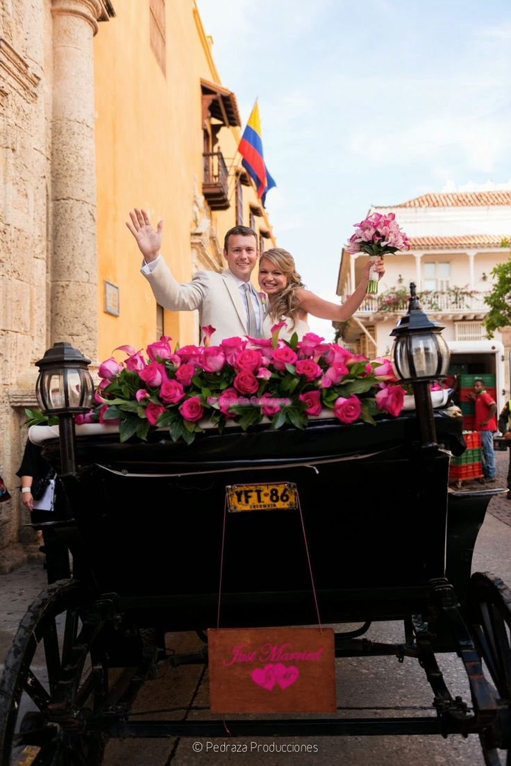 Color for the carriage!!! Mi Boda En Cartagena...: Angela & Matthew's Wedding in Cartagena, by Pedraza Producciones