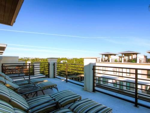 Thirty Blu Apartment Santa Rosa Beach (Florida) Located in Santa Rosa Beach, this air-conditioned apartment is 6 km from Seaside. Guests benefit from free WiFi and private parking available on site.  There is a seating area and a kitchen.