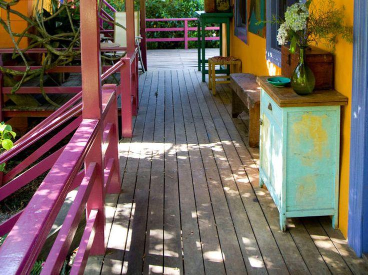 La couleur Orchidée radieuse investit nos intérieurs, et aussi nos extérieurs ! A Buenos Aires, les rambardes de cette demeure sur pilotis affichent une tonalité joyeuse et féminine.