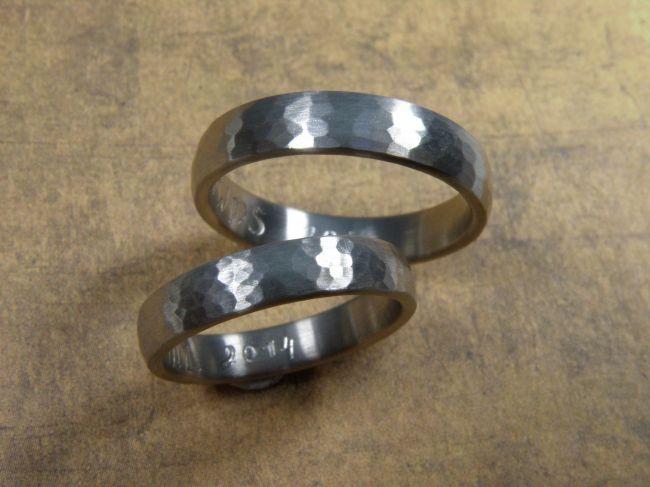 * wedding rings | oogst-sieraden * Trouwringen * Witgouden bolle ringen met hamerslag * Maatwerk *