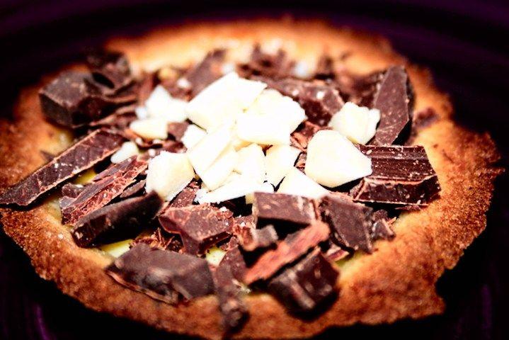 Pasticcini di frolla con cioccolato e frutta secca