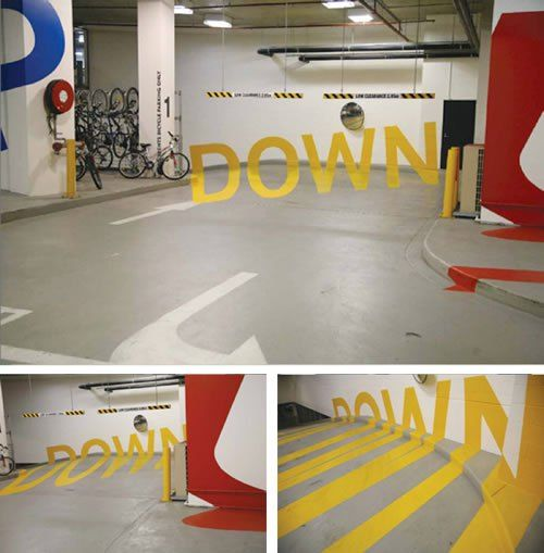 まるで浮かんでいるよう?目の錯覚を狙った駐車場の案内標識