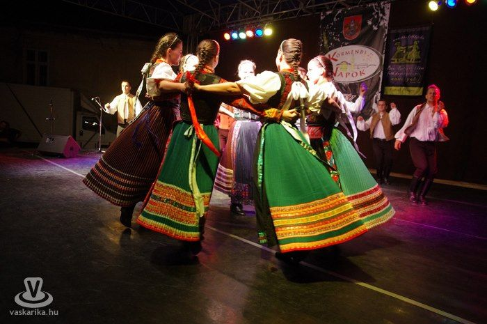 hungarian folk dance- kalotaszegi