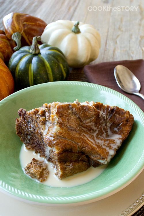 I love making steel cut oats overnight in the slow cooker, so why not try bread pudding? Breakfast Pumpkin Bread Pudding #SlowCooker #recipe #breakfast | Cook the Story