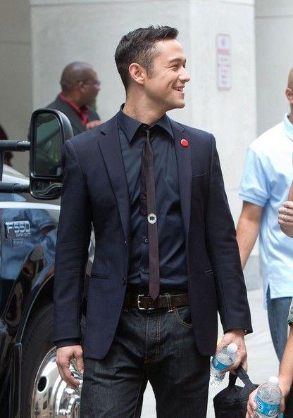 I love Joe's Batman tie. One of my favorite things about TDKR was that JGL was as big a fan of Batman as anyone else.