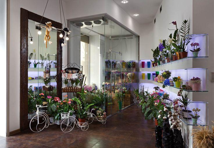 Интерьер цветочного магазина. Интерьер этой торговой площади реализован студией…