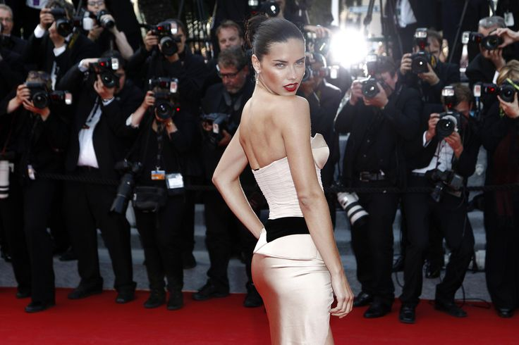 Brazilian supermodel Adriana Lima is back on the scene after separating from herhusband, find out more about the diet, daughters and life of this Victoria's Secret Angel