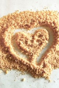 How to make edible sand for cake decorating