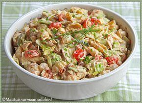 Kesähelteillä ateriaksi riittävät hyvin ruokaisat salaatit, koska kuumalla ei aina oikein lämmin, tuhti ruoka edes maita. Erilaiset pasta...