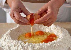 La pasta all'uovo: fare l'impasto - Piattoforte