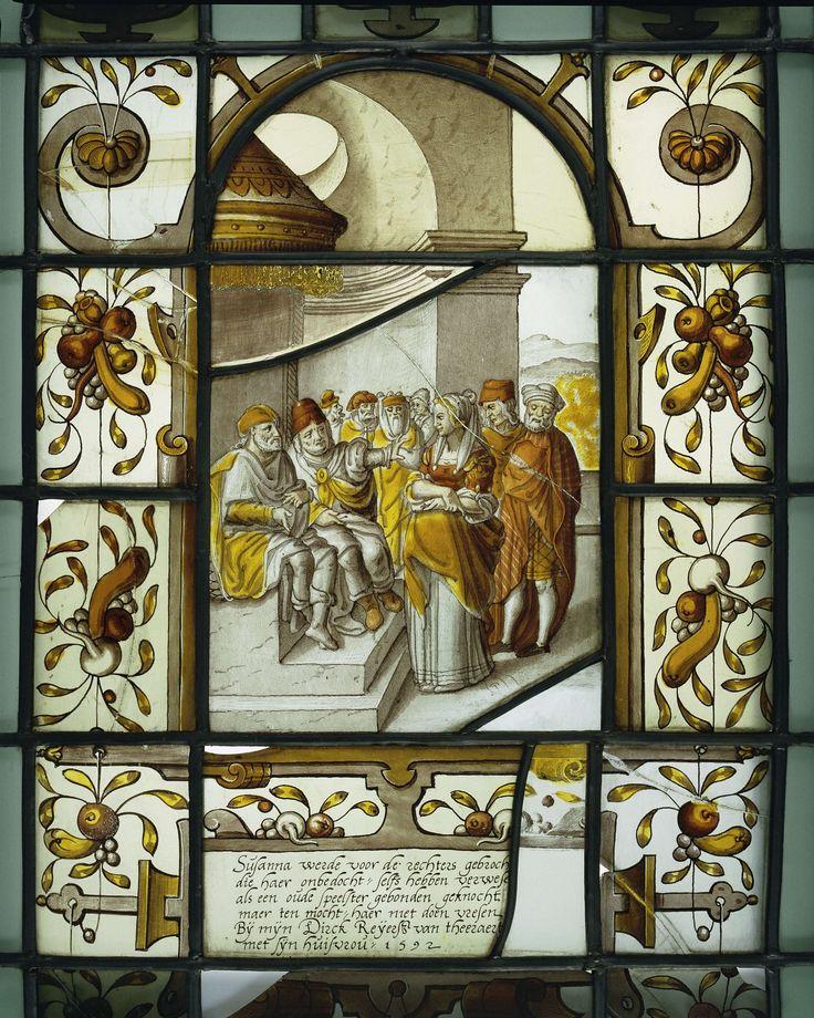 Anonymous | Ruit met Suzanna voor de Rechters met onderschrift, Anonymous, 1592 | Raam waarin 17 geschilderde ruiten met diverse voorstellingen. In het midden; Suzanna voor de rechters.