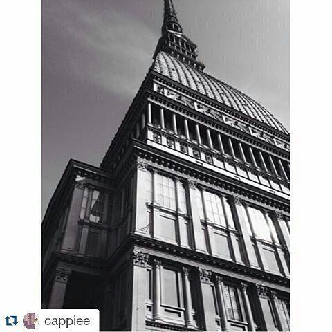 #Repost cappiee per #inTO Black&White | Mole