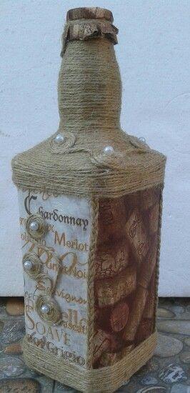 Bottles, sticla îmbrăcată in sfoara de iuta