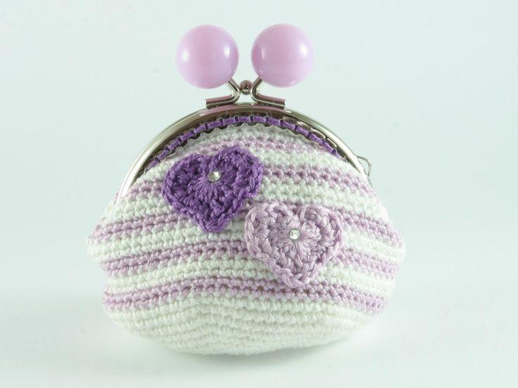 portamonete con cuori viola e lilla di Un Cesto di Gomitoli su DaWanda.com