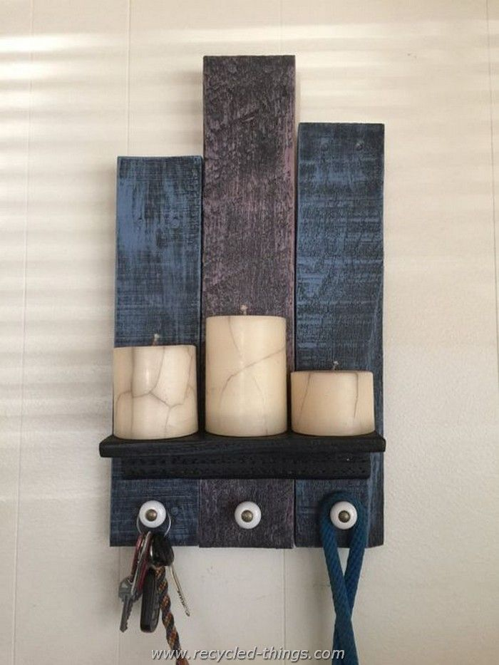 Recycled Pallet Entry Shelf with Three Knobs