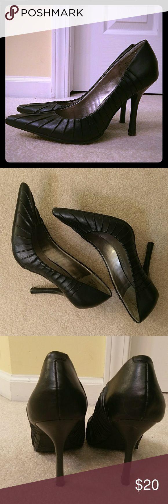 Sexy heels Approx 4.5 inch heel. In great condition. Elle Shoes Heels