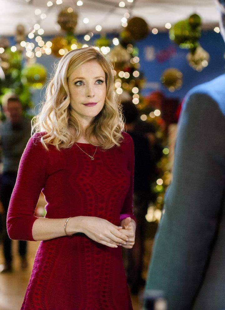 """Check out photos from the Hallmark Channel movie """"Angel of Christmas,"""" starring Jennifer Finnigan, Jonathan Scarfe and Holly Robinson Peete."""