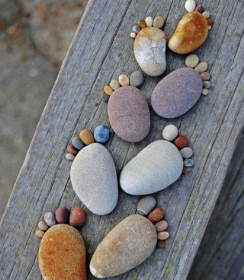 Footsteps-  woould make cute garden stepping stones!!