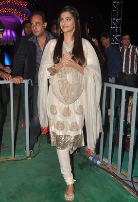 #Sonam kapoor in white anarkali!
