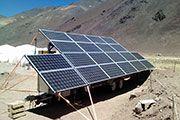 Carro Solar andesDomo  12/2013, Copiapó, Chile   Potencia: 4 kWp  Producción de energía: 9'330 kWh/año   Ahorro de CO2: 6 t/año    Tipo de instalación: Sobre el tejado, Sistema aislado