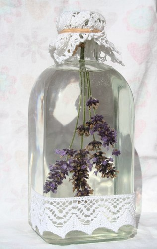 -Lavender rock water-  Soothing and scented with the fragrance ..  fields of Provence, the clean volta.E a 'very effective in keeping away insects.  Made with Lavender and self-produced  rock-water.  To buy: http://blomming.com/mm/IlSaponediFinnicella/items/acqua-di-lavanda#