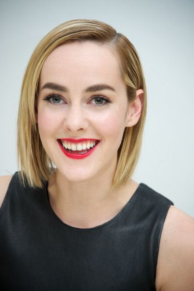 Jena Malone at Catching Fire press junket 11/8/13: http://www.panempropaganda.com/movie-countdown/2013/11/10/photos-catching-fire-press-conference-in-los-angeles.html
