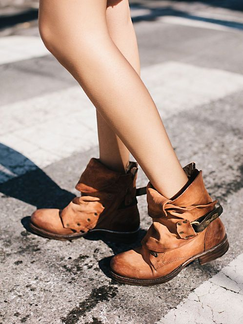 Seven Wonders Heel Boot | Washed leather rounded toe ankle boot featuring a wrap tie with fringe detailing.  Stacked heel.