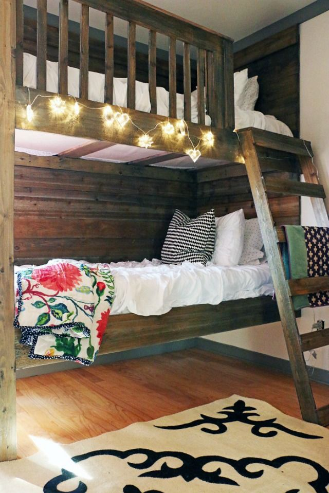 How fun are these DIY bunk beds eclecticallyvintage.com