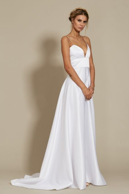 Dahlia Dress Bridal 2018 Oana Nutu Fashion Designer Wedding Dress Wedding Gown www.OanaNutu.com  #fashion #style #shopping #oananutu #Bridal #BridalDress #WeddingDress #Bride #FashionDesigner #Wedding