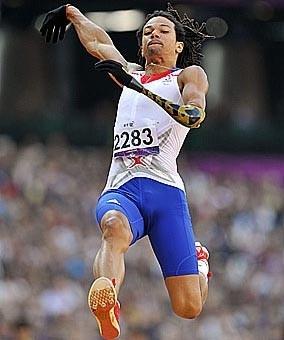 Le Français Arnaud Assoumani a remporté une seconde médaille d'argent lors des Jeux paralympiques de Londres hier en terminant 2e au concours de saut en longueur, catégorie F46. Glyn Kirk/AFP