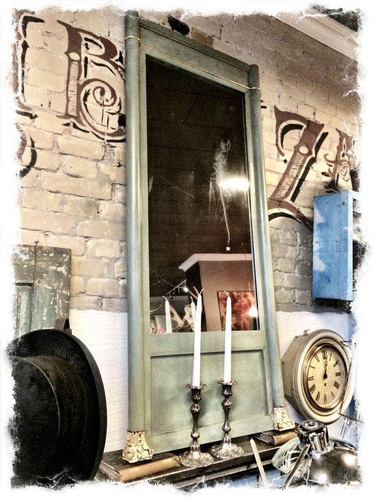 Stort spejl malet i Duck Egg Blue fra Annie Sloan.