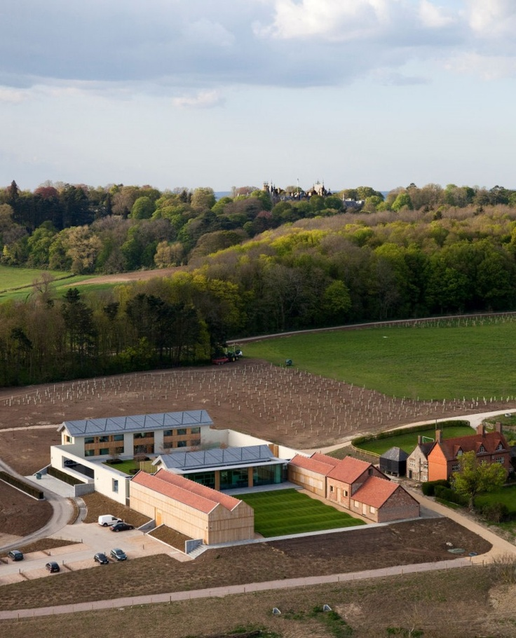Waddesdon Manor: Windmill Hill in Aylesbury, United Kingdom