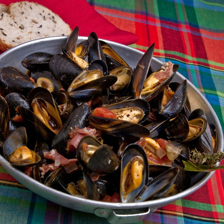 Découvrez la recette Moules à la toulonnaise sur cuisineactuelle.fr.