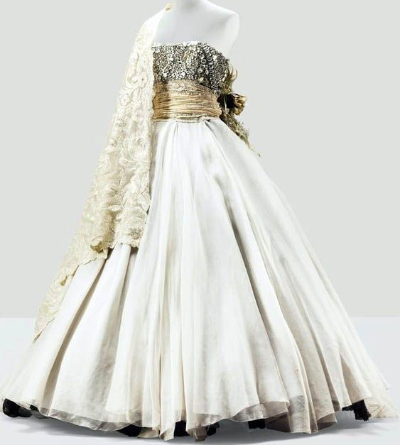 304 besten ball bilder auf pinterest gianfranco ferre for Couture a valenciennes