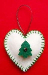 Corazón de la Navidad y ornamento del árbol de fieltro .: