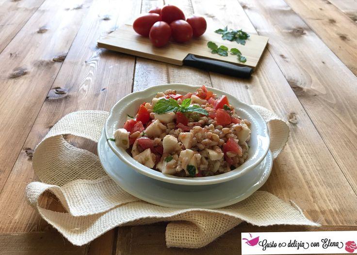 Insalata+di+farro+perlato+con+pomodori,+mozzarella+light+e+menta