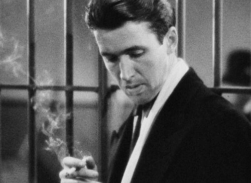 James Stewart  (http://4.bp.blogspot.com/-RJtgcp1Yi4w/TmX-RCZQIYI/AAAAAAAAASY/HHwmZEtYCTw/s1600/01.%252BJames-Stewart-Smoking-Davidoff-Cigarettes.gif)