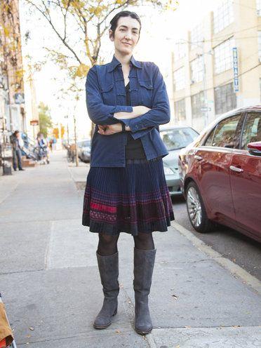【ELLE】プリーツスカートはエスニック柄でアップデート ロングブーツで冬スタイルを体現 エル・オンライン