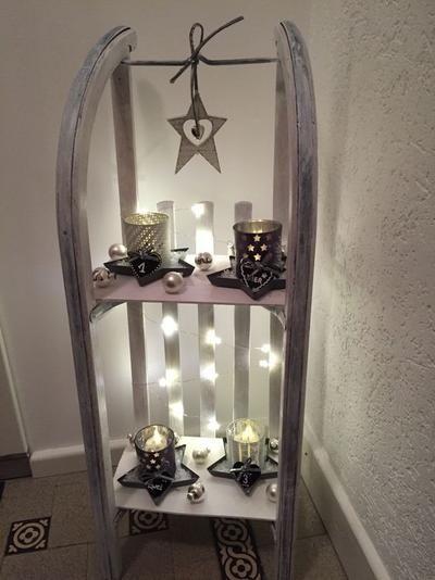 Slee ...omgebouwd voor een leuk tafelreeltje kerst / winter decoratie voor in de hal / woonkamer .Sfeervol en gezellig !